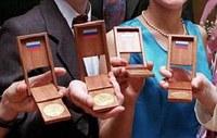медали школьникам