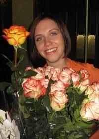 Дорофеева Люба с цветами_на сайт для поздравления