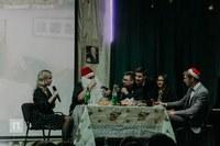 По сюжету главные герои - преподаватели истфака