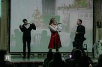 Поет Татьяна Кальчина
